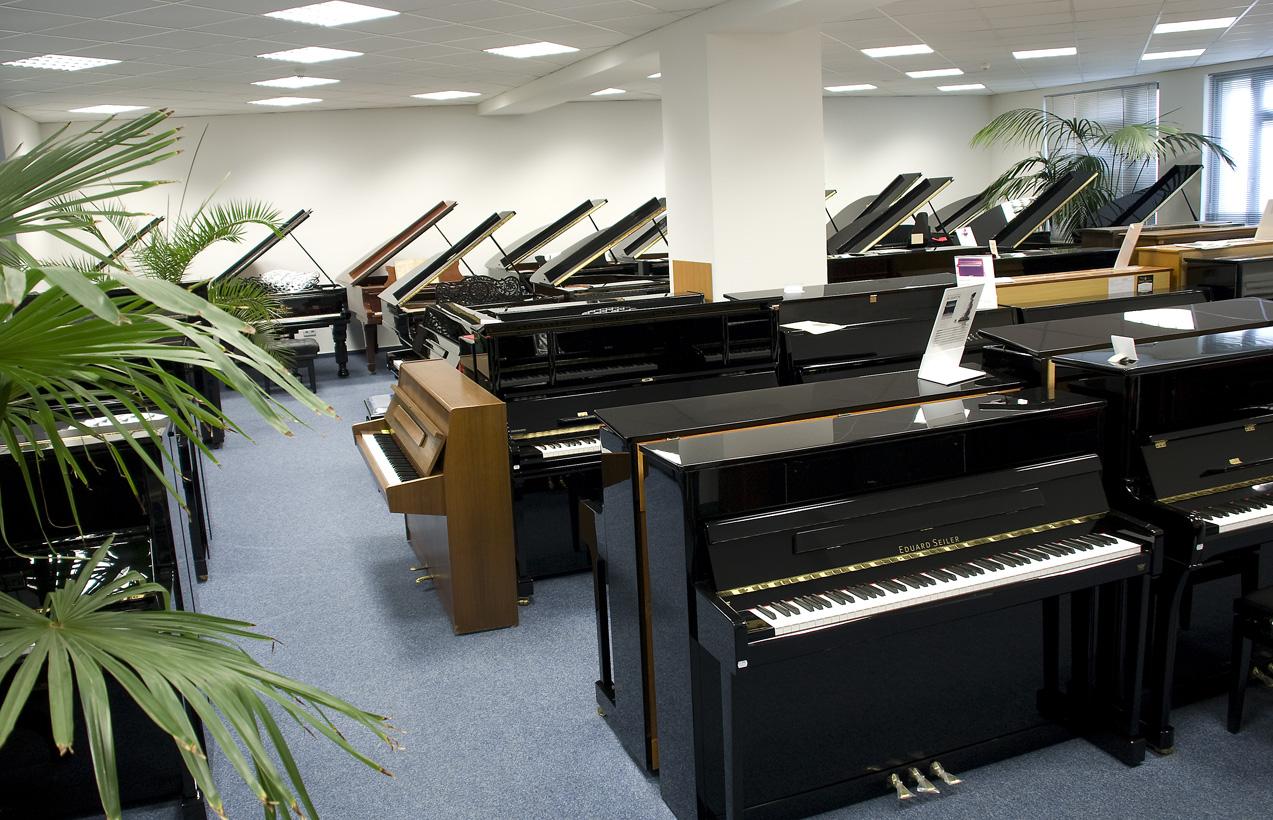 Klaviere und fl gel musikhaus musikinstrumente und for Musik hause